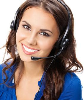 Frau an Hotline