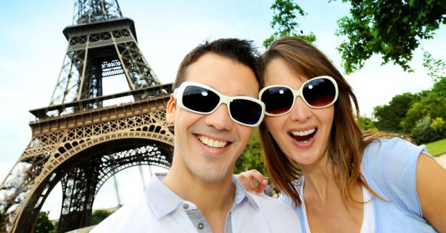 Pärchen im Sommer in Paris