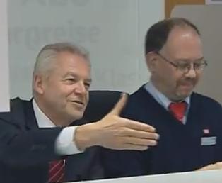 Rüdiger Grube - Beratung am Bahnschalter Hannover