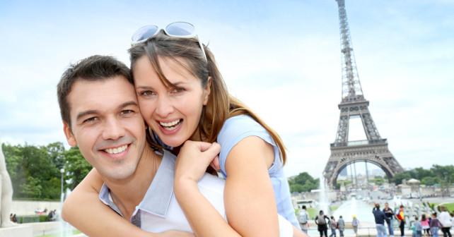 Paar im Urlaub in Frankreich