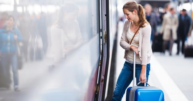Passageire der Bahn mit dem Sparpreis unterwegs